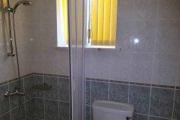 Ванная комната. Кипр, Пафос город : Прекрасная вилла с бассейном и двориком с барбекю, 4 спальни, 2 ванные комнаты, парковка, Wi-Fi