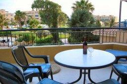 Балкон. Кипр, Пафос город : Апартамент в комплексе с большим бассейном и зеленой территорией, с гостиной, отдельной спальней и балконом