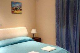 Спальня 2. Кипр, Киссонерга : Прекрасная вилла с бассейном и видом на море, 50 метров до пляжа, 5 спален, 3 ванные комнаты, барбекю, парковка, Wi-Fi