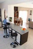 Кухня. Кипр, Киссонерга : Роскошная вилла с 6 спальнями, с бассейном и зелёным двориком с патио и барбекю, расположена на холмах Пейя