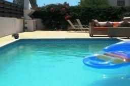 Бассейн. Кипр, Перволия : Прекрасная вилла с бассейном и зеленым двориком с барбекю, 4 спальни, 3 ванные комнаты, парковка, Wi-Fi