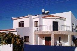 Фасад дома. Кипр, Перволия : Прекрасная вилла с бассейном и зеленым двориком с барбекю, 4 спальни, 3 ванные комнаты, парковка, Wi-Fi