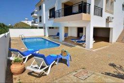 Фасад дома. Кипр, Помос : Шикарная вилла с бассейном в 50 метрах от моря, 5 спален, 4 ванные комнаты, барбекю, парковка, Wi-Fi