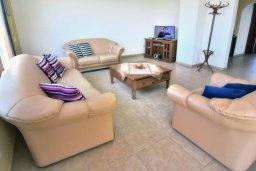 Гостиная. Кипр, Помос : Шикарная вилла с бассейном в 50 метрах от моря, 5 спален, 4 ванные комнаты, барбекю, парковка, Wi-Fi