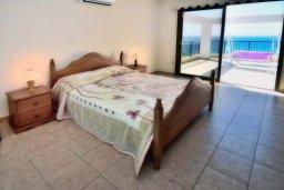 Спальня. Кипр, Помос : Шикарная вилла с бассейном в 50 метрах от моря, 5 спален, 4 ванные комнаты, барбекю, парковка, Wi-Fi