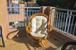 Балкон. Кипр, Пафос город : Апартамент в комплексе с 2-мя бассейнами и зеленой территорией, с гостиной, отдельной спальней и балконом