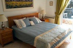 Спальня. Кипр, Пафос город : Пентхаус в комплексе с 2-мя бассейнами и зеленой территорией, с гостиной, тремя спальнями, патио и большой террасой на крыше