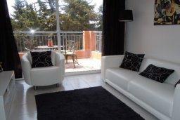 Гостиная. Кипр, Пафос город : Апартамент в комплексе с 2-мя бассейнами и зеленой территорией, с гостиной, двумя спальнями и балконом