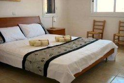 Спальня. Кипр, Пафос город : Апартамент в комплексе с 2-мя бассейнами и зеленой территорией, с гостиной, двумя спальнями, двумя ванными комнатами и террасой