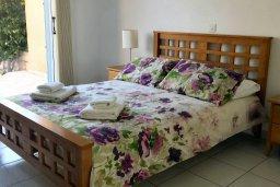 Спальня. Кипр, Пафос город : Апартамент в комплексе с 2-мя бассейнами и зеленой территорией, с гостиной, двумя спальнями и террасой