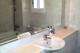 Ванная комната. Кипр, Пафос город : Апартамент в комплексе с 2-мя бассейнами и зеленой территорией, с гостиной, двумя спальнями и террасой