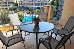Балкон. Кипр, Пафос город : Апартамент в комплексе с 2-мя бассейнами и зеленой территорией, с гостиной, двумя спальнями, двумя ванными комнатами и балконом