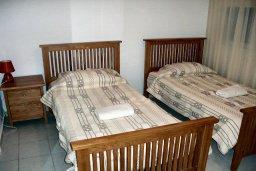 Спальня 2. Кипр, Пафос город : Апартамент в комплексе с 2-мя бассейнами и зеленой территорией, с гостиной, двумя спальнями, двумя ванными комнатами и террасой