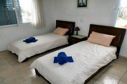 Спальня 2. Кипр, Пафос город : Апартамент в комплексе с 2-мя бассейнами и зеленой территорией, с гостиной, двумя спальнями, двумя ванными комнатами и балконом