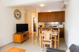 Кухня. Кипр, Корал Бэй : Прекрасная вилла с бассейном и зоной отдыха с барбекю, 3 спальни, 2 ванные комнаты, парковка, Wi-Fi
