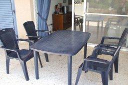 Балкон. Кипр, Пафос город : Апартамент в комплексе с бассейном и садом, с гостиной, отдельной спальней и балконом