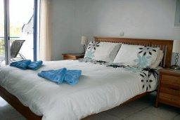 Спальня. Кипр, Пафос город : Апартамент в комплексе с бассейном и садом, с гостиной, двумя спальнями и балконом