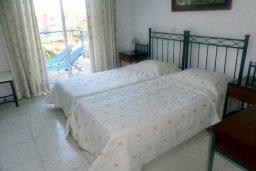Спальня. Кипр, Пафос город : Апартамент в комплексе с бассейном и садом, с гостиной, двумя спальнями, двумя ванными комнатами и балконом