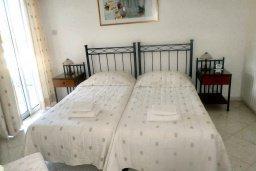 Спальня 2. Кипр, Пафос город : Апартамент в комплексе с бассейном и садом, с гостиной, двумя спальнями, двумя ванными комнатами и балконом
