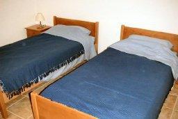 Спальня 2. Кипр, Пафос город : Апартамент в комплексе с бассейном и садом, с гостиной, двумя спальнями и террасой