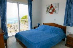 Спальня. Кипр, Си Кейвз : Прекрасная вилла с бассейном и видом на море, 3 спальни, 3 ванные комнаты, парковка, Wi-Fi