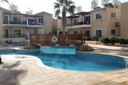 Бассейн. Кипр, Пафос город : Апартамент в комплексе с бассейном, с гостиной, отдельной спальней и террасой