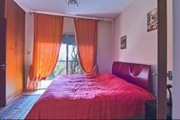 Спальня. Кипр, Дасуди Лимассол : Трехуровневый таунхаус с приватным двориком в комплексе с бассейном, 3 спальни, 2 ванные комнаты, барбекю, парковка, Wi-Fi