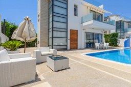 Фасад дома. Кипр, Каво Марис Протарас : Шикарная вилла с бассейном и двориком с барбекю, 4 спальни, 4 ванные комнаты, лифт, патио на крыше с видом на море, джакузи, паркинг, Wi-Fi