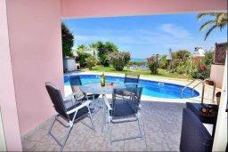 Терраса. Кипр, Киссонерга : Уютная вилла с панорамным видом на Средиземное море, с 2-мя спальнями, с бассейном, садом с барбекю и террасой на крыше