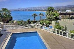 Бассейн. Кипр, Киссонерга : Шикарная вилла с панорамным видом на Средиземное море, с 4-мя спальнями, с бассейном, солнечной террасой с патио и барбекю