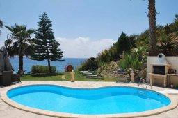 Бассейн. Кипр, Корал Бэй : Великолепная вилла с шикарным видом на море, с 5-ю спальнями, с бассейном, зелёным двориком с барбекю и патио