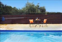 Бассейн. Кипр, Си Кейвз : Уютная вилла с 3-мя спальнями, с бассейном, тенистой террасой с патио, расположена в эксклюзивном районе Sea Caves