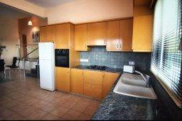 Кухня. Кипр, Си Кейвз : Уютная вилла с 3-мя спальнями, с бассейном, тенистой террасой с патио, расположена в эксклюзивном районе Sea Caves