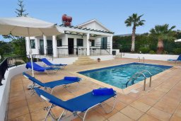 Фасад дома. Кипр, Си Кейвз : Уютная вилла с 3-мя спальнями, с бассейном, тенистой террасой с патио, расположена в эксклюзивном районе Sea Caves