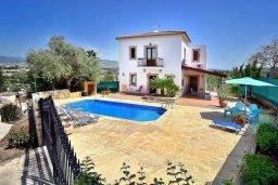 Фасад дома. Кипр, Полис город : Прекрасная вилла с 3-мя спальнями, с бассейном, тенистой террасой с патио и барбекю
