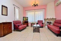 Гостиная. Кипр, Полис город : Прекрасная вилла с 3-мя спальнями, с бассейном, тенистой террасой с патио и барбекю