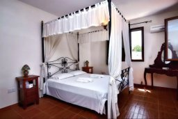 Спальня. Кипр, Полис город : Прекрасная вилла с 3-мя спальнями, с бассейном, тенистой террасой с патио и барбекю