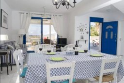 Обеденная зона. Кипр, Аргака : Симпатичная вилла с 3-мя спальнями, с бассейном, тенистой террасой с патио и барбекю, расположена на берегу моря в деревне Аргака
