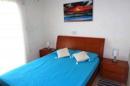 Спальня. Кипр, Мандриа : Апартамент в комплексе с бассейном, с гостиной, двумя спальнями и балконом