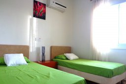 Спальня 2. Кипр, Мандриа : Апартамент в комплексе с бассейном, с гостиной, двумя спальнями и балконом