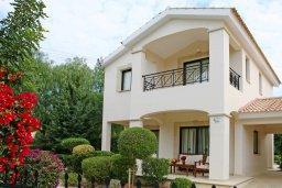 Фасад дома. Кипр, Куклия : Прекрасная вилла с бассейном и красивым садом, 3 спальни, 2 ванные комнаты, барбекю, парковка, Wi-Fi