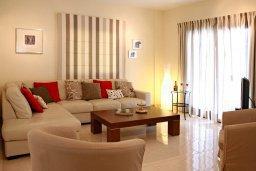 Гостиная. Кипр, Куклия : Прекрасная вилла с бассейном и красивым садом, 3 спальни, 2 ванные комнаты, барбекю, парковка, Wi-Fi