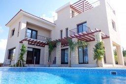 Фасад дома. Кипр, Куклия : Прекрасная вилла с бассейном и зеленым двориком, 4 спальни, 2 ванные комнаты, барбекю, парковка, Wi-Fi