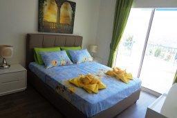 Спальня. Кипр, Куклия : Восхитительная вилла с бассейном и зеленым двориком с барбекю, 3 спальни, 2 ванные комнаты, парковка, Wi-Fi