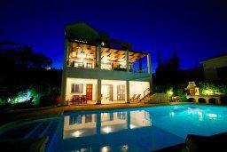 Фасад дома. Кипр, Лачи : Прекрасная вилла с бассейном и зеленым двориком с барбекю, 3 спальни, 3 ванные комнаты, парковка, Wi-Fi