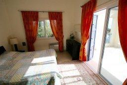 Спальня. Кипр, Лачи : Прекрасная вилла с бассейном и зеленым двориком с барбекю, 3 спальни, 3 ванные комнаты, парковка, Wi-Fi