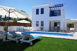 Фасад дома. Кипр, Лачи : Роскошная вилла с бассейном возле пляжа, 3 спальни, 2 ванные комнаты, парковка, Wi-Fi