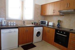 Кухня. Кипр, Лачи : Роскошная вилла с бассейном возле пляжа, 3 спальни, 2 ванные комнаты, парковка, Wi-Fi