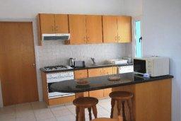 Кухня. Кипр, Хлорака : Семейная вилла с видом на море, с 3-мя спальнями, с бассейном и зелёным двориком с барбекю