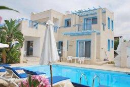 Фасад дома. Кипр, Хлорака : Семейная вилла с видом на море, с 3-мя спальнями, с бассейном и зелёным двориком с барбекю